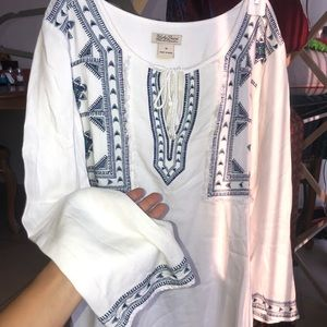 Lucky Brand embroidered peasant blouse 3/4 sleeve